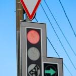 Znak drogowy i sygnalizacji świetlnej — Zdjęcie stockowe
