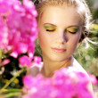 Young woman with summer make-up. pink phlox flowers — Stock Photo