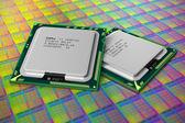 Modernas cpu en la placa de silicio con núcleos de procesador — Foto de Stock