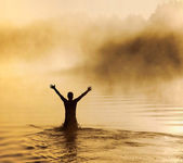 Man in water — Stockfoto