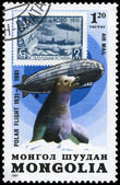 Mongolia - circa 1981 graf zeppelin y sello — Foto de Stock