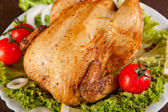 Close-up of roast chicken with fresh vegetables — Stock Photo