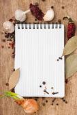 Caderno de receitas e especiarias — Fotografia Stock