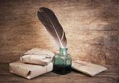 Letter en een ganzenveer in de inkwell — Stockfoto