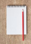 红色铅笔和笔记本 — 图库照片