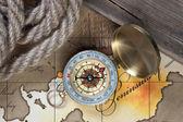 Kompass und seil auf karte — Stockfoto