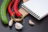 Yemek tarifleri ve sebzeler için defter — Stok fotoğraf