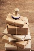 ウェアハウス内のスタックの小包 — ストック写真