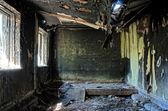 Viejo abandonado quemó casa interior hdr — Foto de Stock