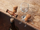 Figures from wine corks and bottle with the corkscrew — Stock Photo