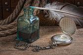 Eski cep saati ve inkwell — Stok fotoğraf