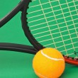 Tennis racket and  ball on green background - Foto Stock