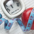 Apple and measuring tape on the floor scales - Foto Stock