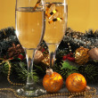 Glasses of wine and Christmas decoration — Stock fotografie