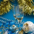 Two glasses of wine and Christmas decoration — ストック写真