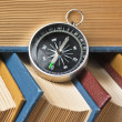 Compass and old books - 图库照片