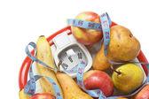 Frutas en las balanzas de suelo — Foto de Stock