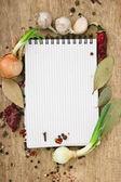 レシピやスパイスのためのノート — ストック写真