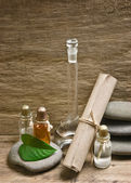 Frascos de aceites en laboratorio de la fragancia del perfume — Foto de Stock