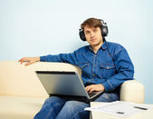At home listening to symphonic music — Stock Photo