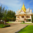Buddhist temple among the tropical vegetation - Thailand, Phuket — Stock Photo