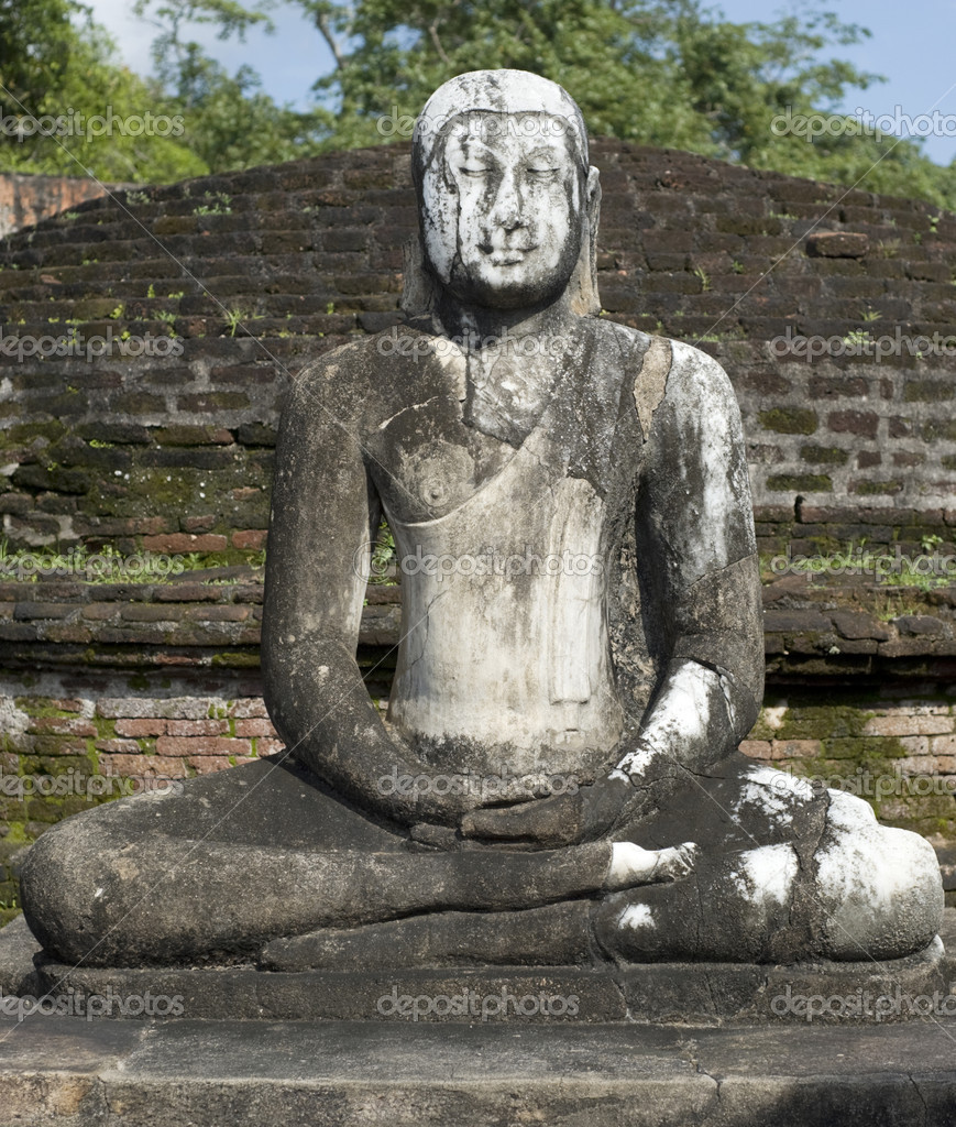 Ancient Buddha statue in Polonnaruwa, Sri Lanka — Stock Photo #5652851