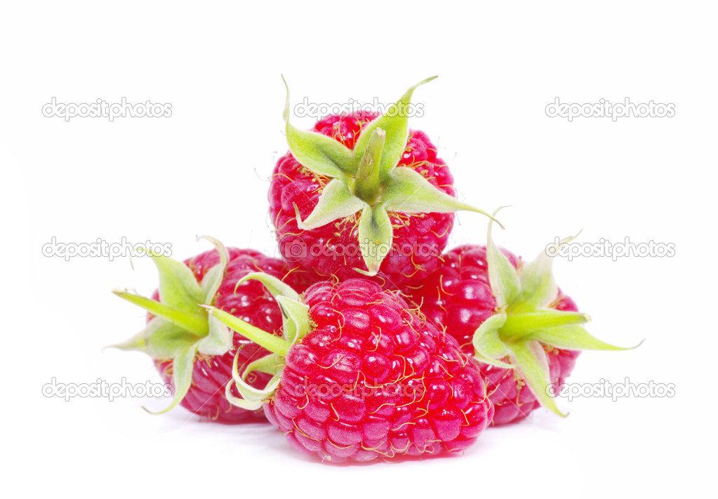 Ripe raspberry isolated on a white background — Stock Photo #6645094