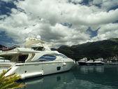 Yacht in harbor — Stock Photo