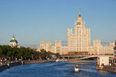 Stalin's empire on Kotelnicheskaya embankment in Moscow — Stock Photo