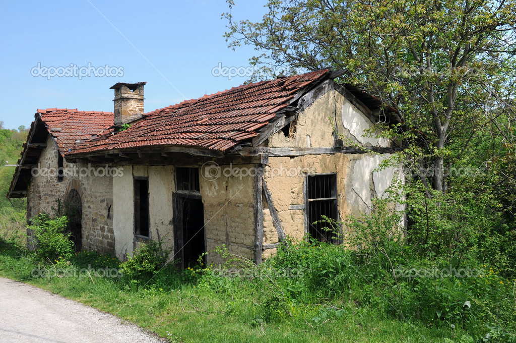 Old abandoned mill with extended premises in Bulgarian village — Stock Photo #5818341