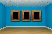 Quarto vazio azul com molduras — Fotografia Stock