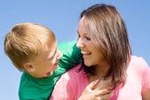 Glad kvinna med son — Stockfoto