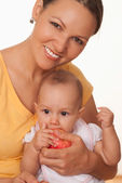 Mom holds the baby — Stock Photo