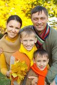 счастливая семья четыре — Стоковое фото