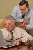 Uomo d'affari due lavorando al computer — Foto Stock