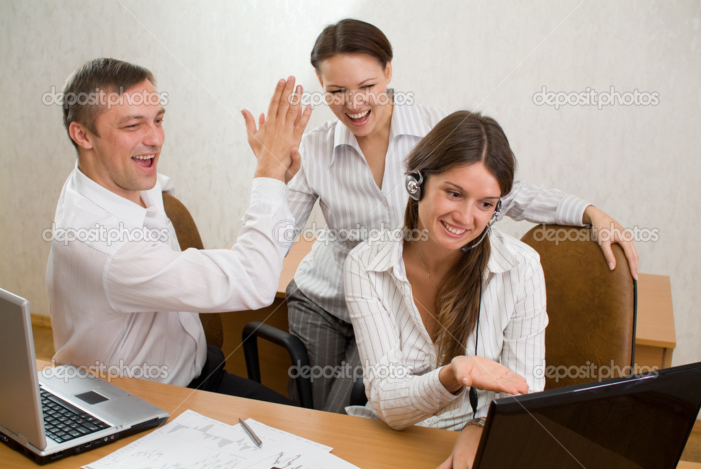 Office-workers pleased with the results on the laptop screen — Stock Photo #5442001