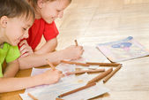Disegnare due fratelli — Foto Stock