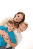 Glad mamma med hennes söner — Stockfoto