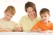 Young mother draws with sons — Stock Photo