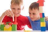 Duas crianças brincando — Foto Stock