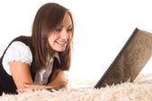 Femme heureuse avec ordinateur portable — Photo