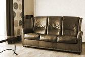 Mesa e sofá de couro — Fotografia Stock