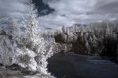 山和结冰的湖 — 图库照片
