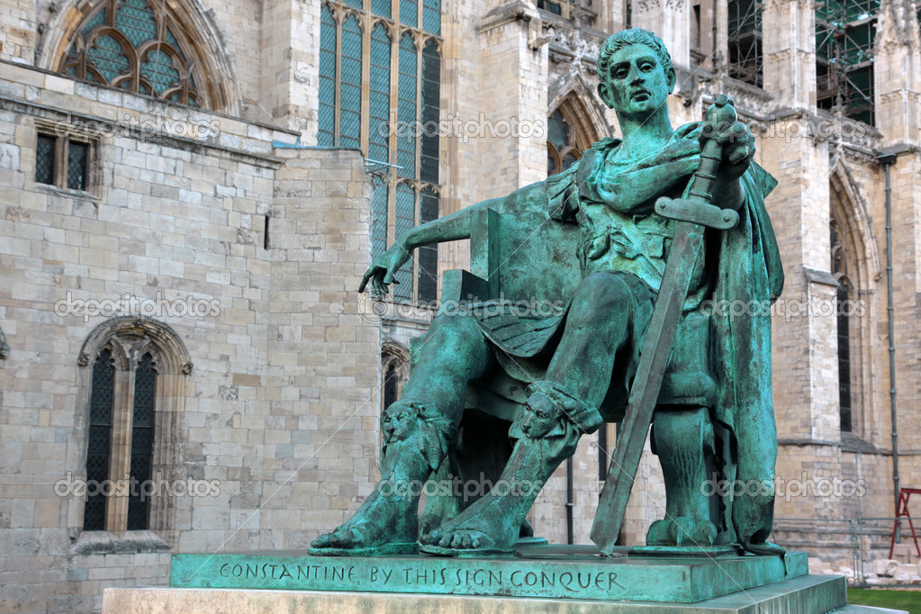 Statue of Constantine I outside York Minster in England , GB — Stock Photo #5999723