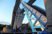 Span open Tower Bridge, London, UK — Stock Photo