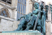 Statue of Constantine I outside York Minster in England , GB — Stock Photo