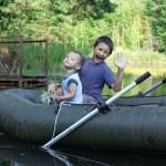 küçük çocukları tekne — Stok fotoğraf
