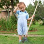 Small boy with rake — Stock Photo