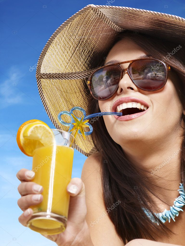 Girl in bikini drink juice through a straw. — Stock Photo #5737600