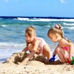 Children playing on  beach. — Stock Photo #6140160